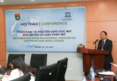 GS.TS Nguyễn Văn Kim, Phó Hiệu trưởng Trường ĐH Khoa học Xã hội & Nhân văn phát biểu tại hội thảo