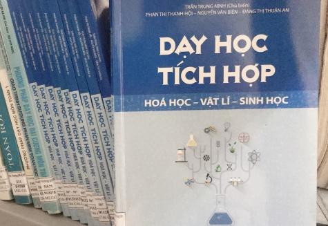 """PHÒNG ĐỌC 3 GIỚI THIỆU SÁCH HAY """"DẠY HỌC TÍCH HỢP HÓA HỌC – VẬT LÝ – SINH HỌC"""" Tác giả: Trần Trung Ninh (Chủ biên) - Nhà xuất bản: Đại học sư phạm"""