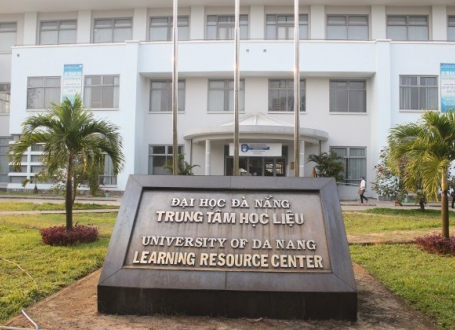 Tham quan học tập tại Trung tâm học liệu Đại học Đà Nẵng